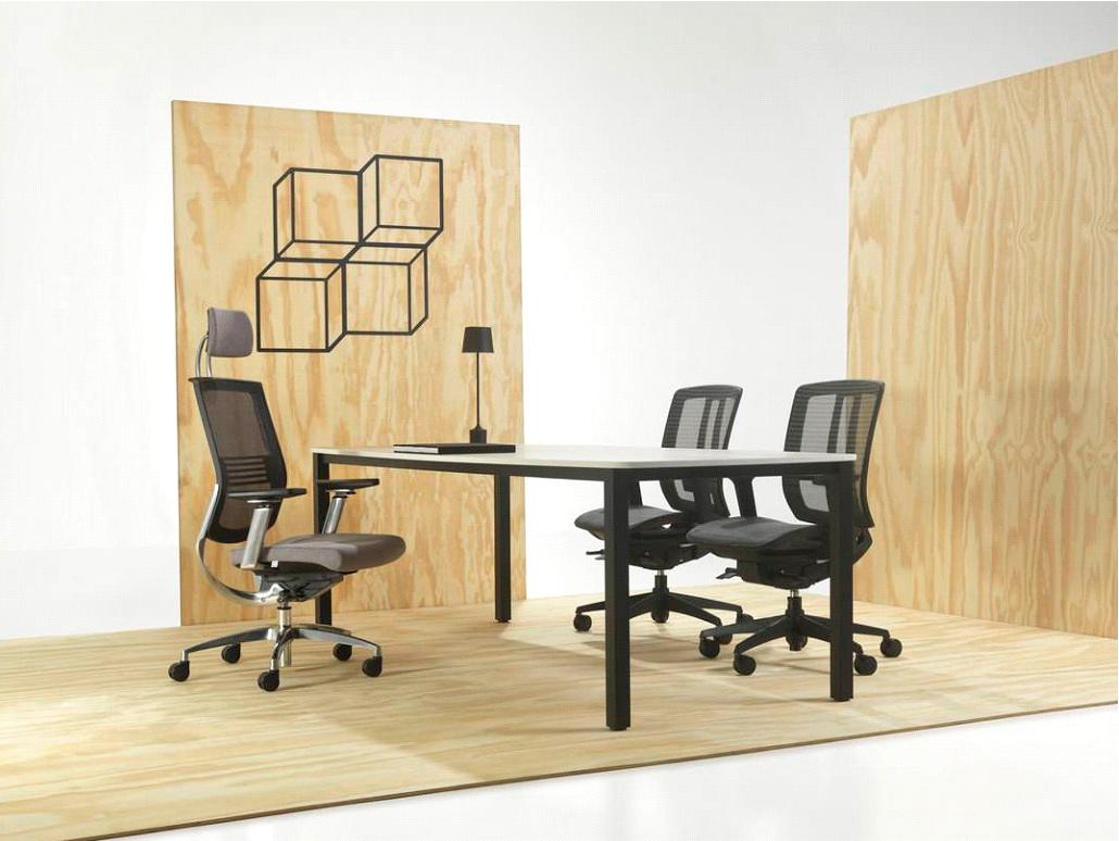 Cadeira Fit da Sittz com apoio lombar, perfeita para ambientes que exigem concentração.